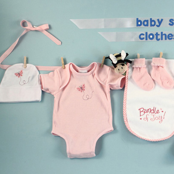 pink-baby-girl-shower-decor-clothesline.jpg
